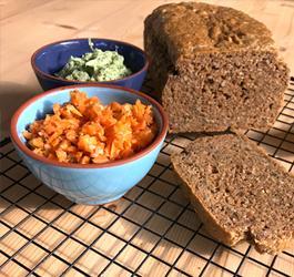 Recept van Rineke Dijkinga: Notenpasta kaneelbrood